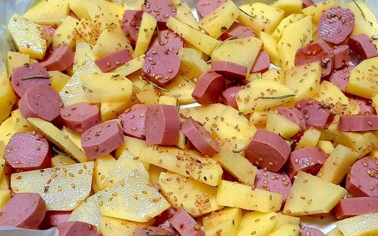 Patate al forno con wurstel
