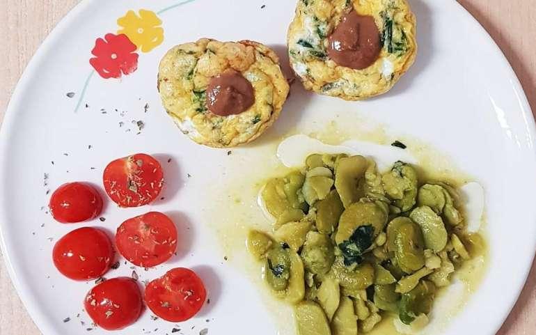 Tortini di frittata al forno con fave verdi e pomodoro